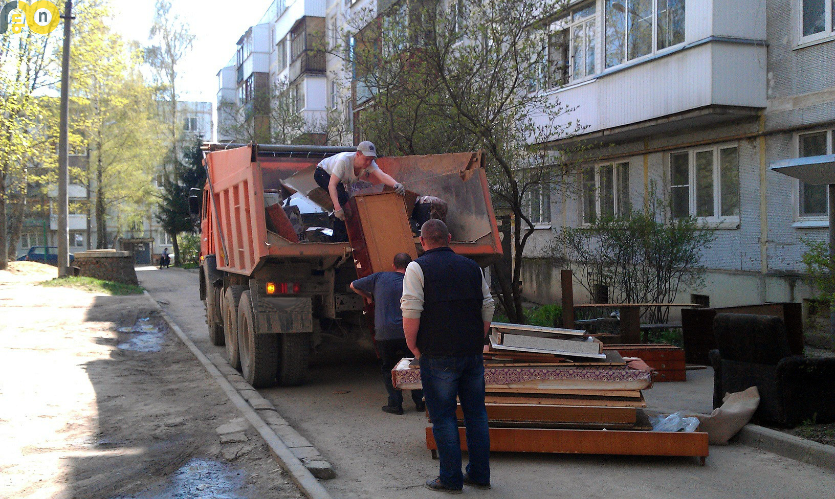 Вывоз старой мебели. Очистка квартир от хлама